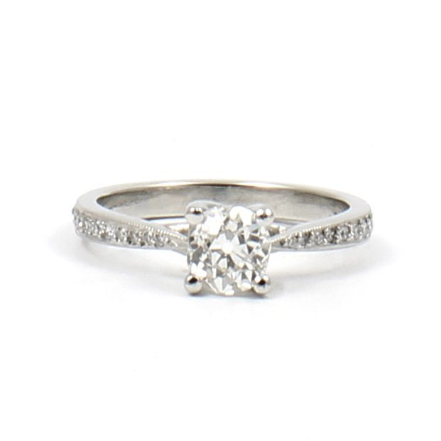 D-H-Jewelers-Crossover-Prong-Ring
